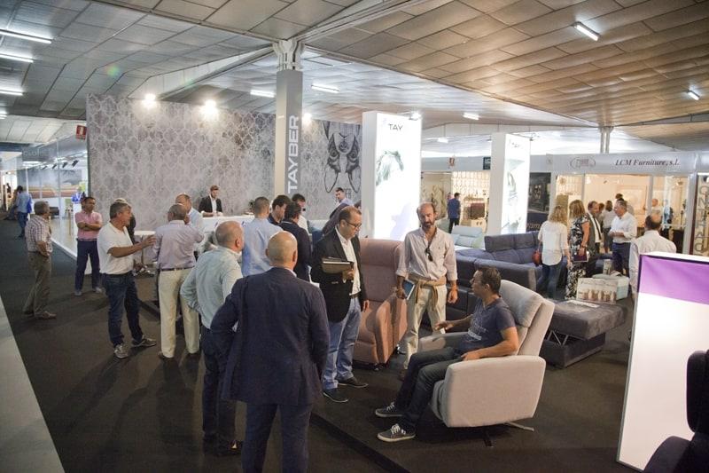 Los visitantes del sector contract destacan la calidad y el diseño de los expositores de la Feria del Mueble Yecla