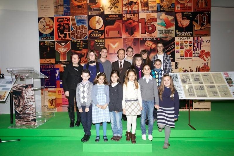 Feria del Mueble Yecla entrega los premios del concurso escolar conmemorativo de su 50º aniversario.