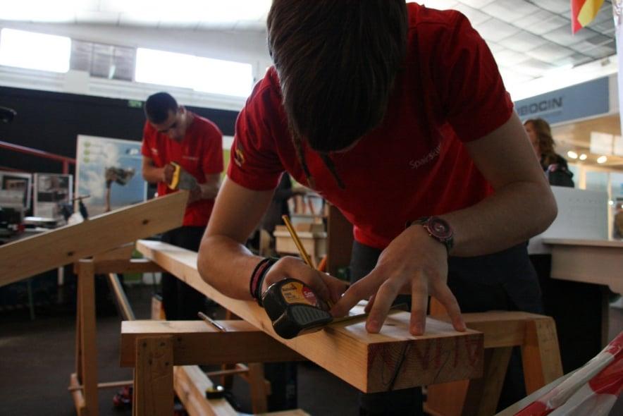 Entrenamiento de la selección que competirá en el concurso europeo de carpintería de obra